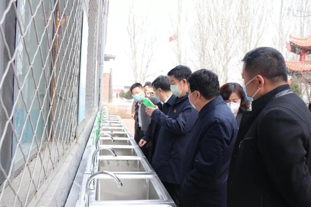 内蒙古自治区交通运输厅党组成员、副厅长张翔一行到一机一中调研指导学校疫情防控和复学工作